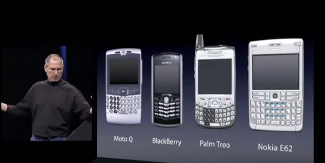 Steve Jobs con los teléfonos inteligentes más populares en 2007