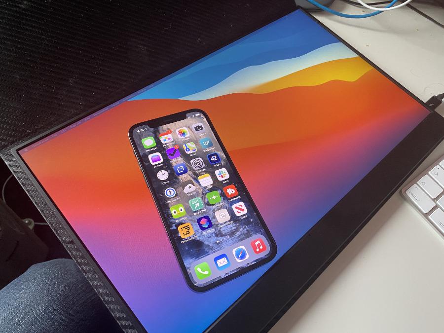Mientras que el iPhone 12 El brillo máximo de la pantalla Pro es aproximadamente cuatro veces más brillante que el de Vissles, en el uso en el mundo real, la diferencia es notable pero no sorprendente