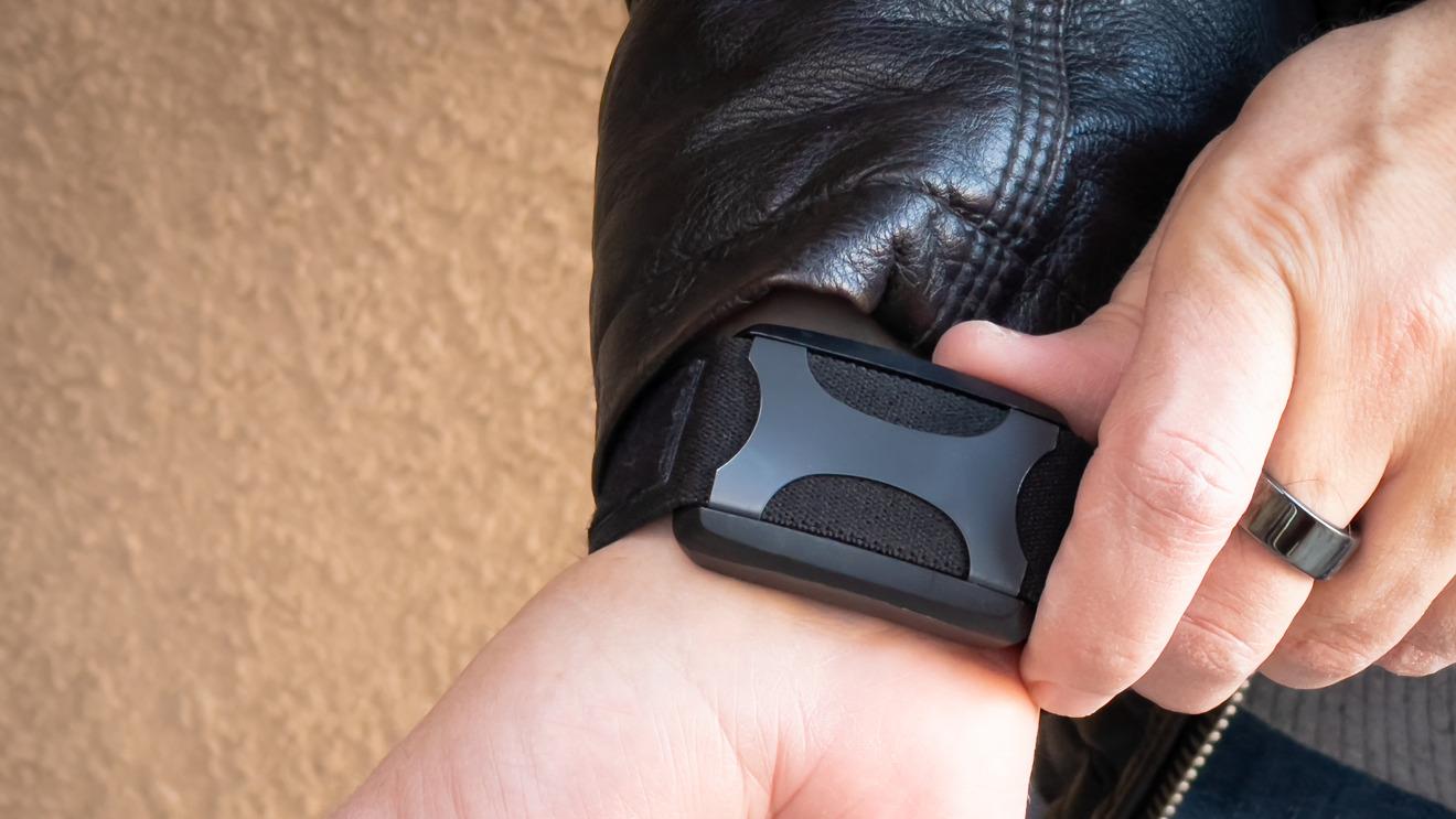 Puede usar los botones del dispositivo portátil para cambiar la intensidad, pausar e iniciar una sesión