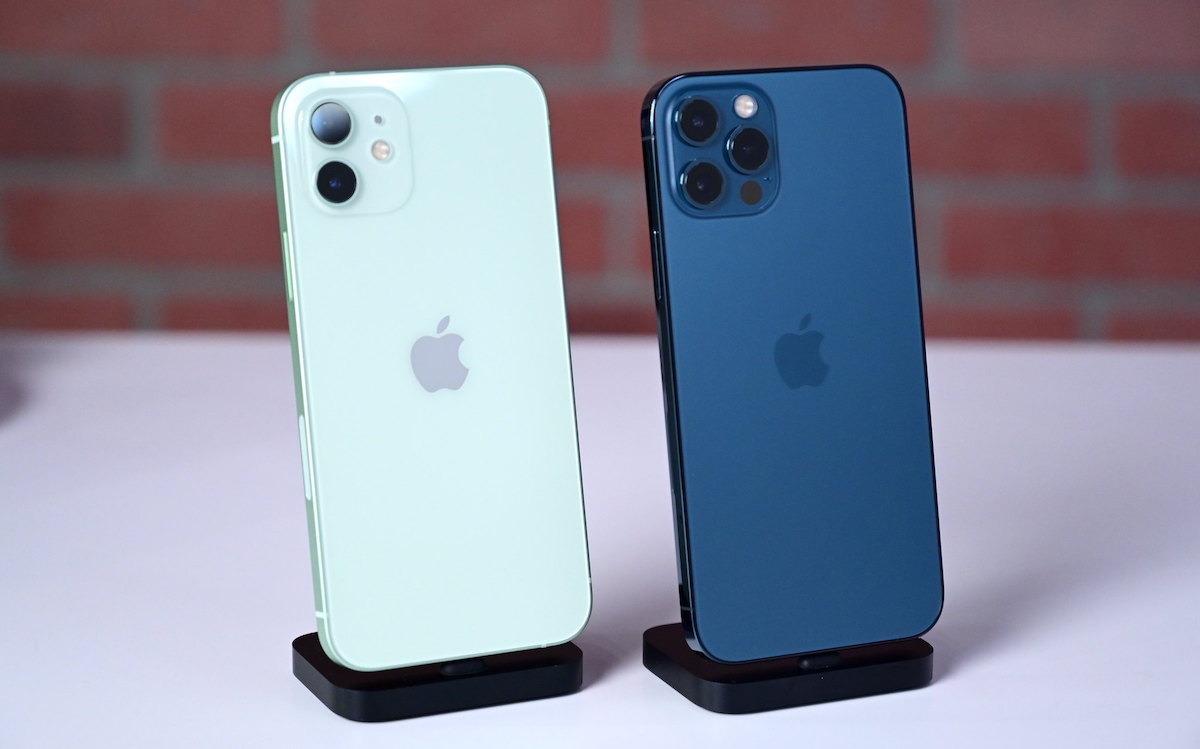 El iphone 12 (izquierda) y iPhone 12 Pro (derecha)