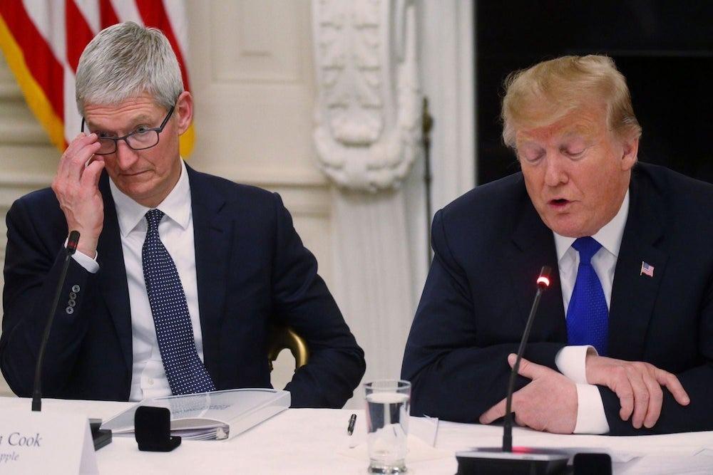 Tim Cook y el presidente Trump