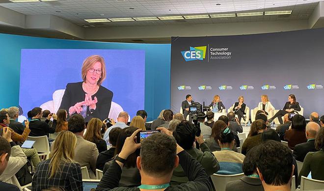 Jane Horvath participa en mesa redonda sobre privacidad en CES 2020. |  Fuente: Parker Ortolani vía Twitter
