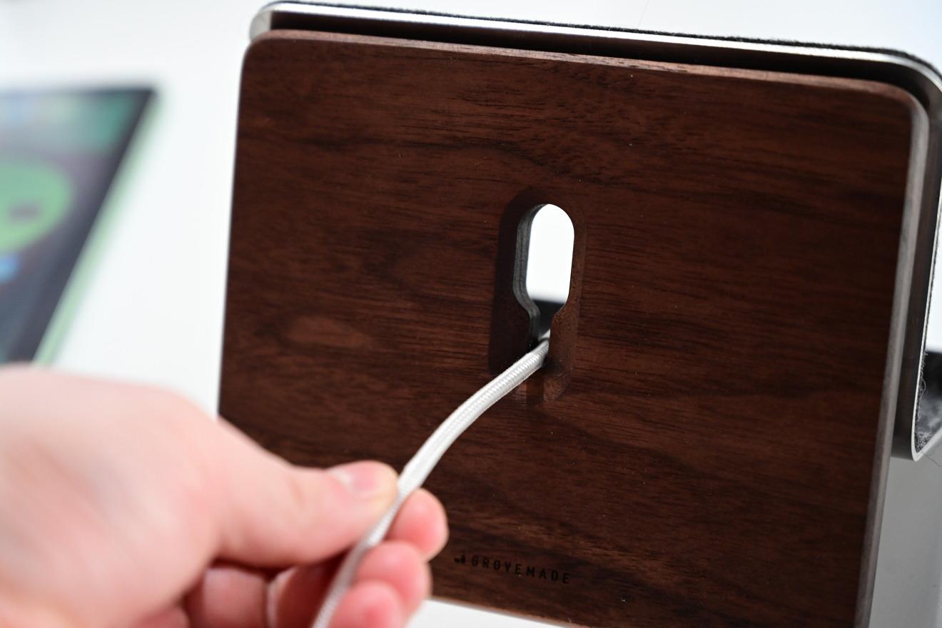 Gestión de cables para el soporte para iPad de Grovemade