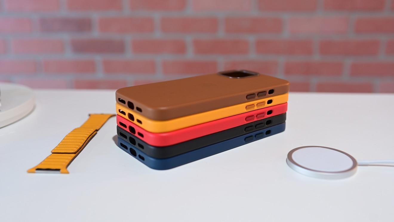 AppleLa funda de cuero cubre la parte inferior del teléfono y tiene botones de aluminio anodizado.
