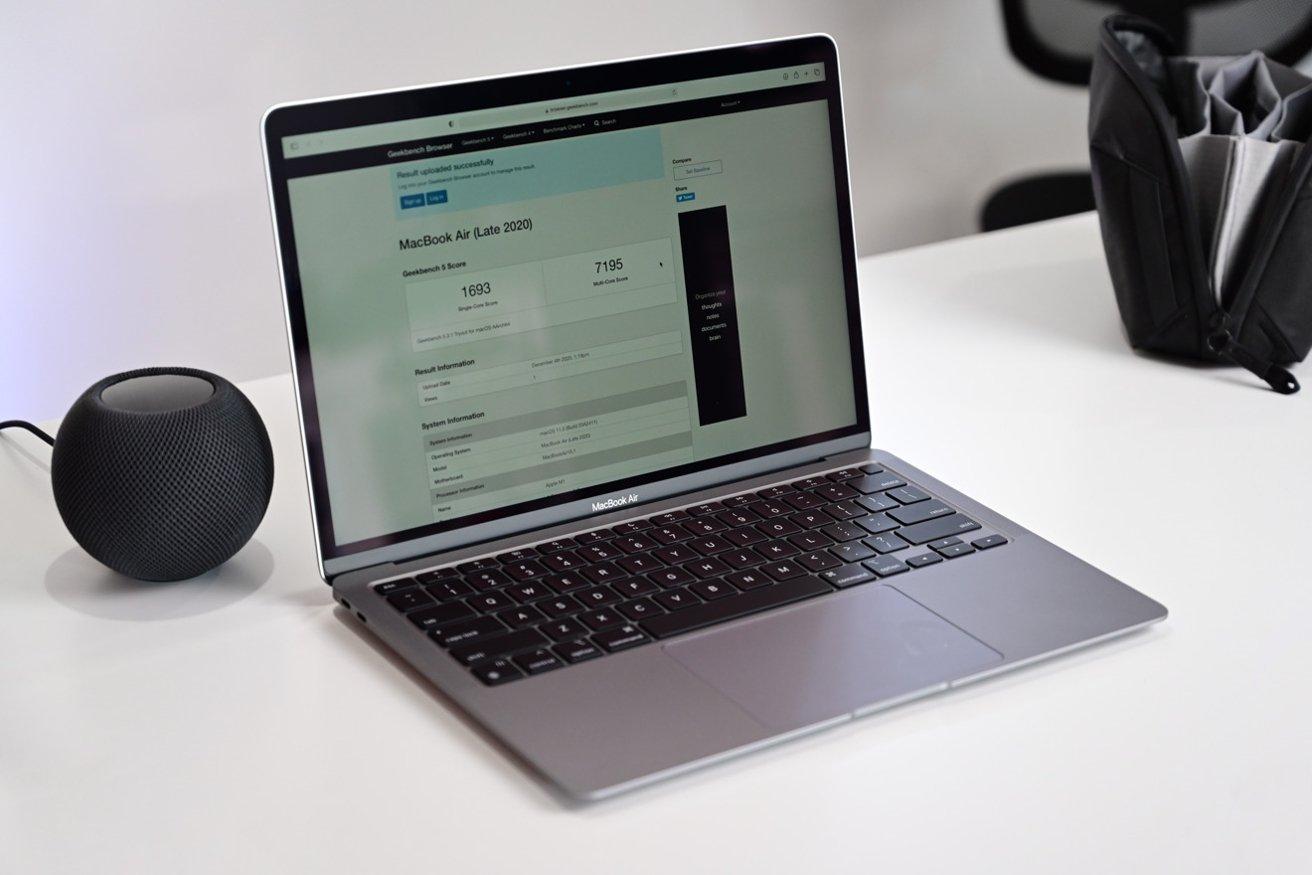 El MacBook Air 7-La opción de GPU de núcleo puede ser un poco menos poderosa gráficamente, pero siempre puede optar por la 8-versión core.