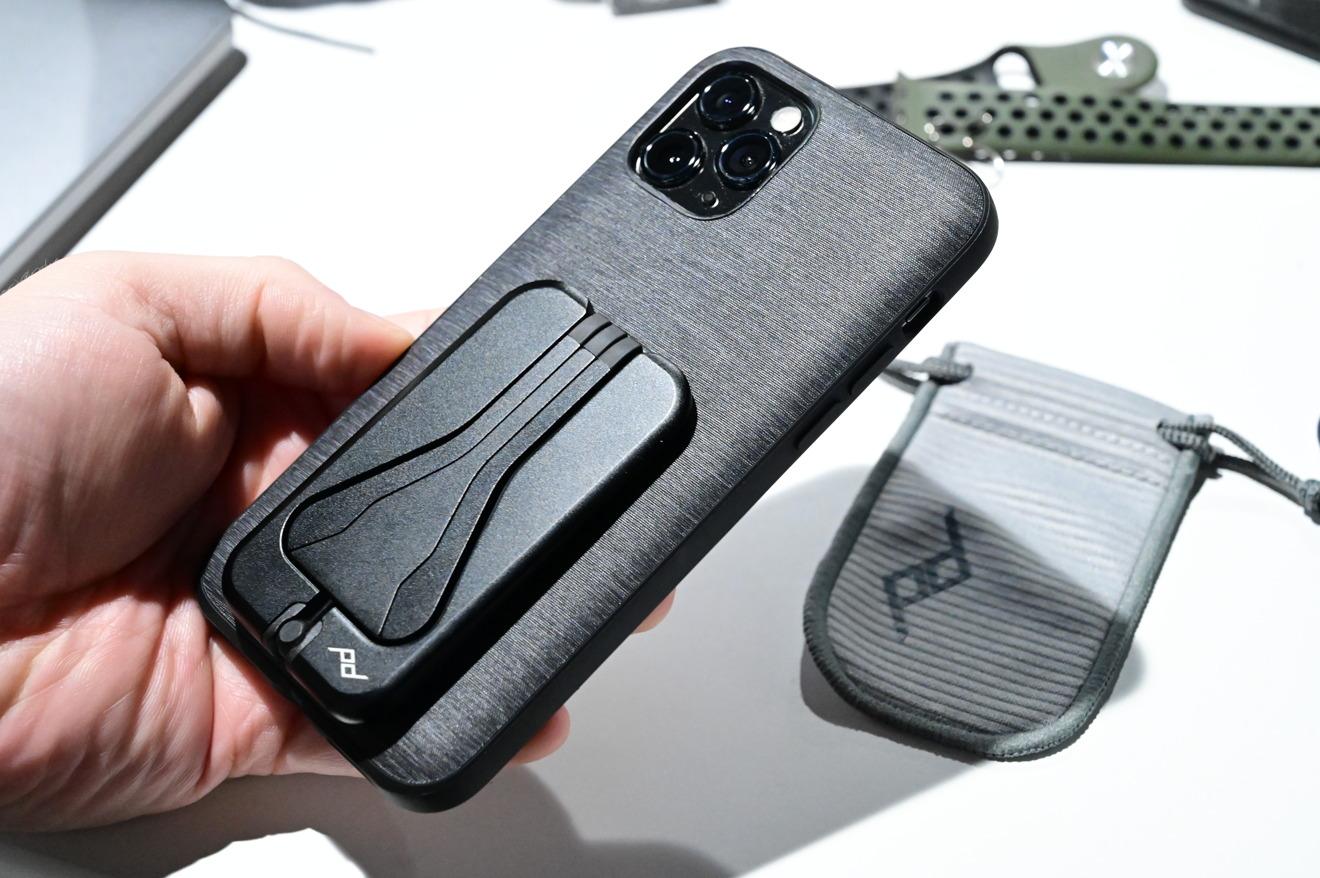 Trípode móvil Peak Design en el estuche de uso diario