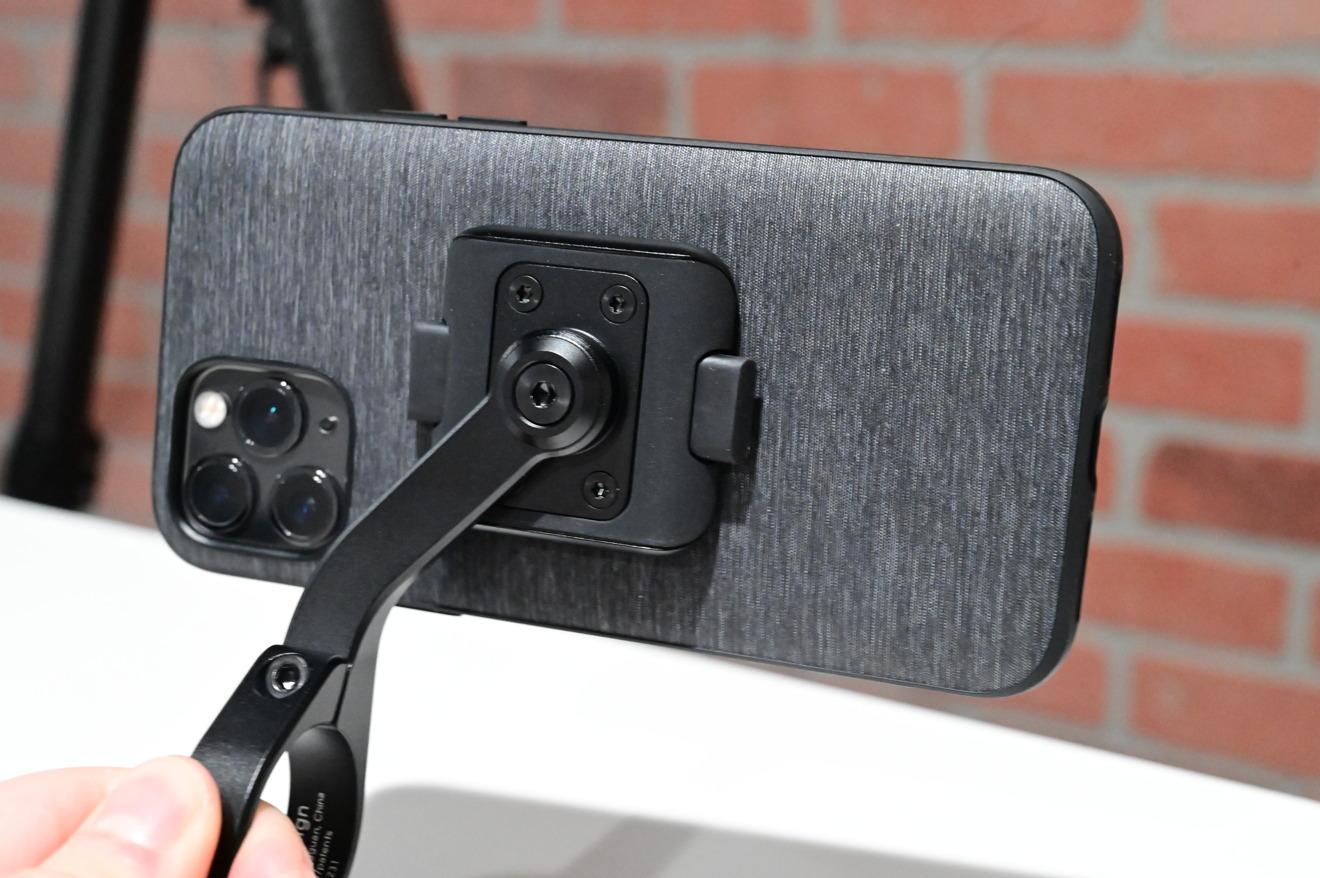 El soporte móvil para bicicleta Peak Design funciona de forma horizontal o vertical