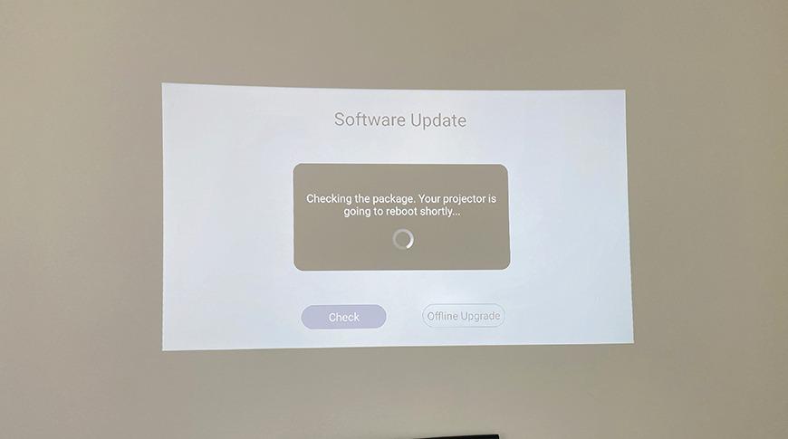 Mantenga su PicoPix Max actualizado con regularidad.