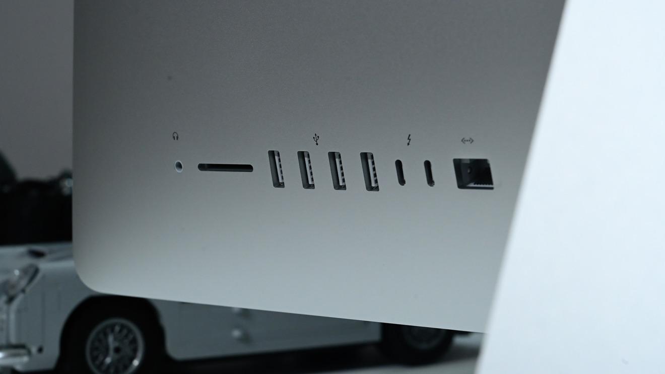 Puertos en la parte trasera del iMac 2020 de 27 pulgadas
