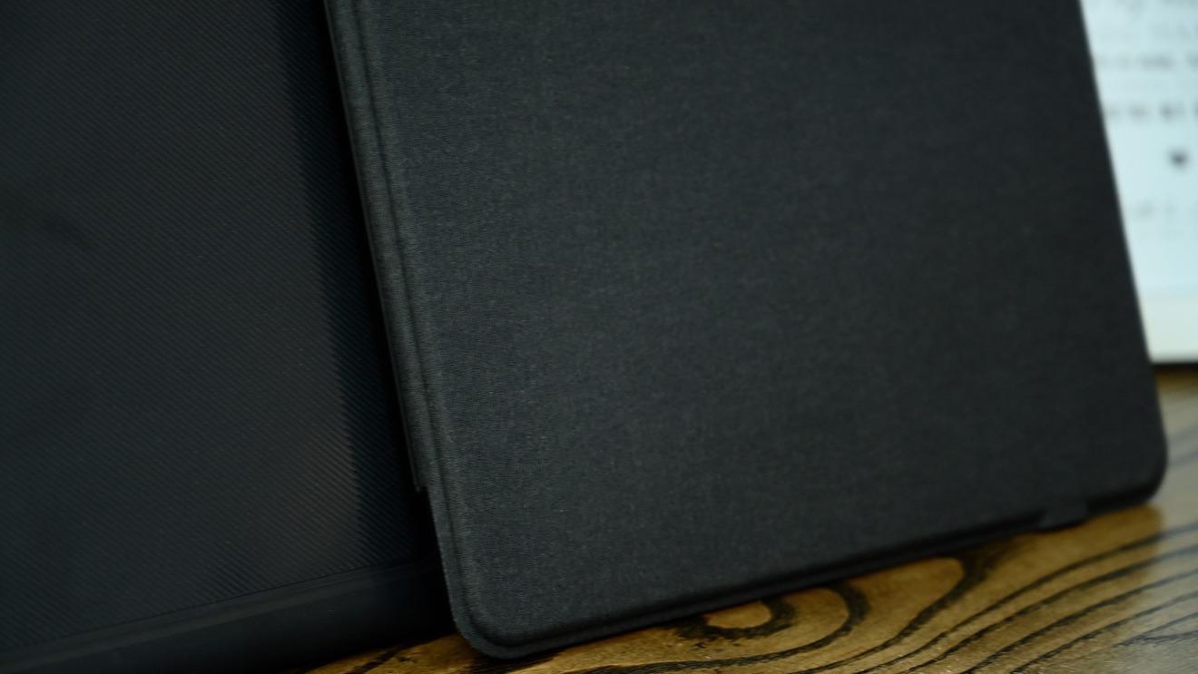 Cubierta de tela en la funda con teclado Slim Book Go para iPad Pro