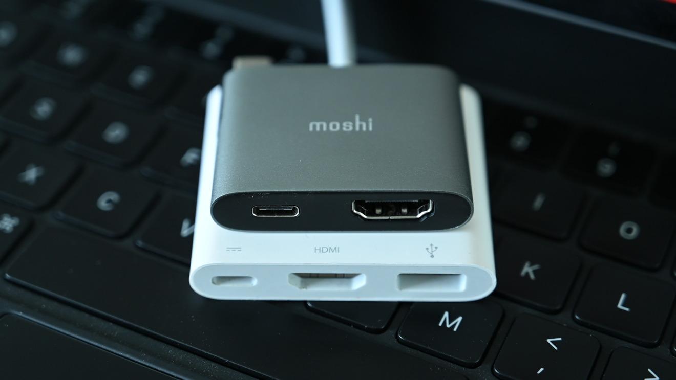 Adaptador Moshi USB-C a HDMI con carga versus AppleAdaptador AV digital