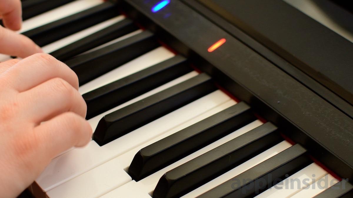 Un teclado inteligente jugando