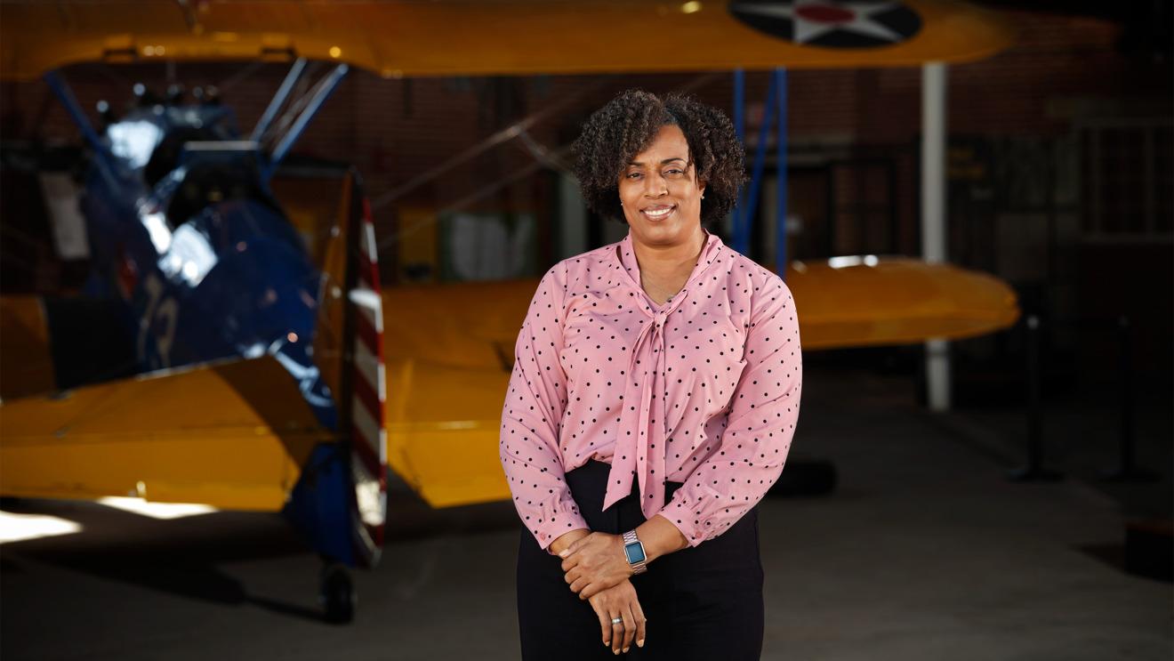 Tiffany Williams, directora de la escuela pública de Tuskegee y veterana de 22 años del ejército de EE. UU.