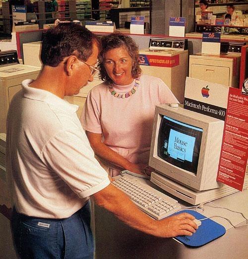 Una tienda Sears que vendía un Macintosh Performa en el pasado.  ¿Están esas lavadoras detrás de ellos?