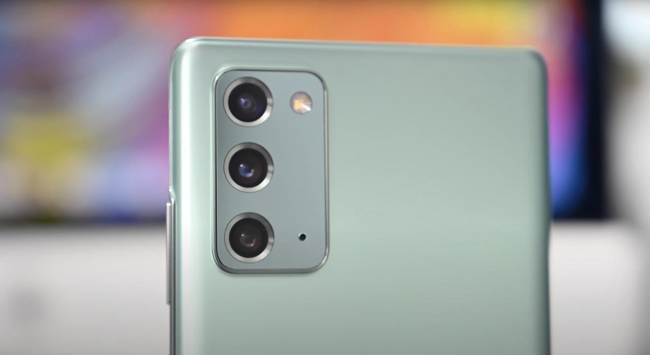 Samsung Galaxy Note 20  tiene un ultra ancho de 12MP, 12MP de ancho y tele de 64MP