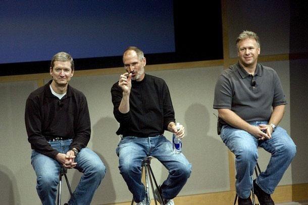 Tim Cook con Steve Jobs y Phil Schiller