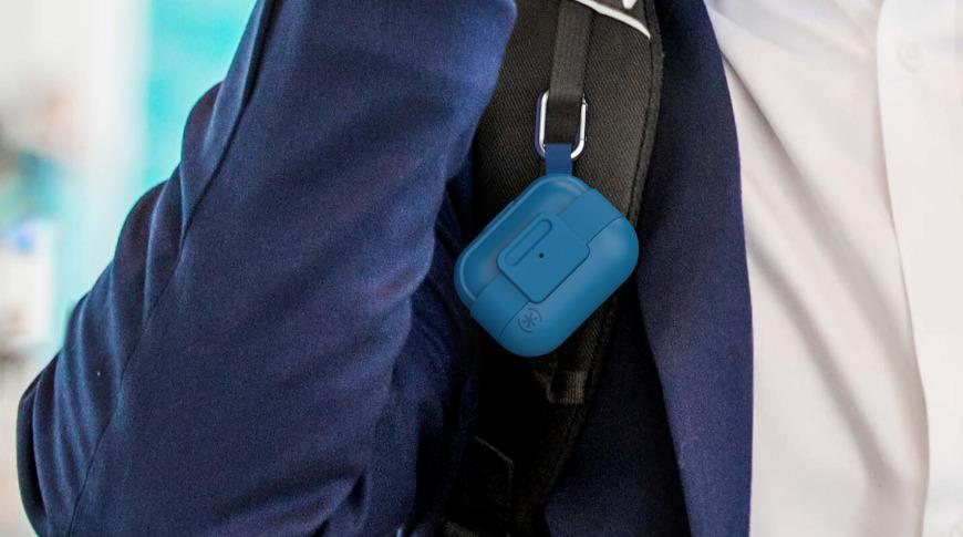 El mosquetón adjunto sujeta de forma segura su AirPods Pro a su bolso