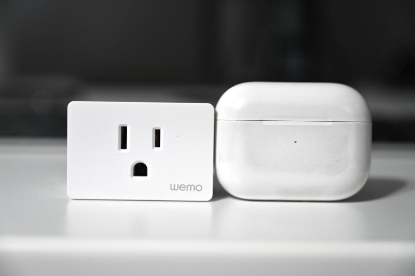 Wemo Smart Plug es más pequeño que AirPods Pro