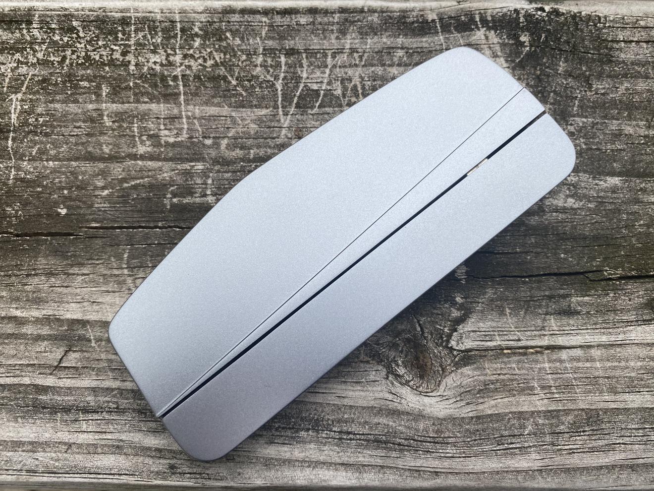 En el exterior, el HybridDrive tiene el mismo aspecto que casi todos los demás bases portátiles USB-C