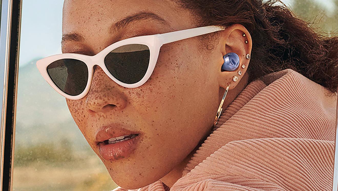 Samsung rediseñó sus últimos auriculares para que sean menos protuberantes