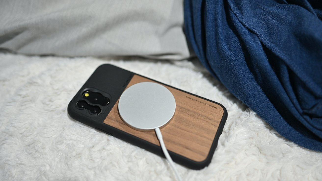 Usar un cargador MagSafe con iPhone 11
